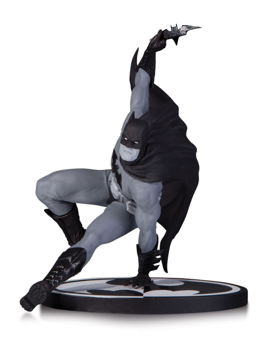 Estátua Batman Black & White Bryan Hitch Limited Edition 17 cm