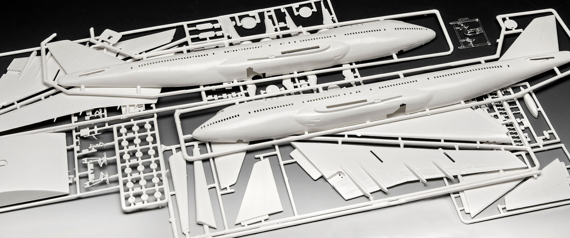 Revell Model Set Boeing 747-100 50th Anniversary Limited Edition 1:144