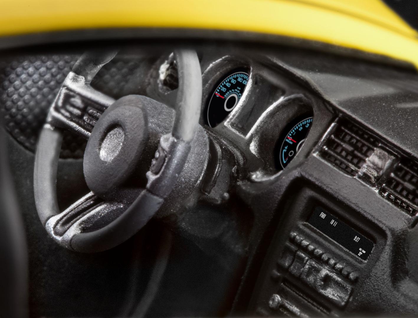 Revell Model Kit 2013 Ford Mustang Boss 302 1:25