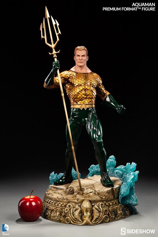 DC Comics Premium Format Figure Aquaman 61 cm