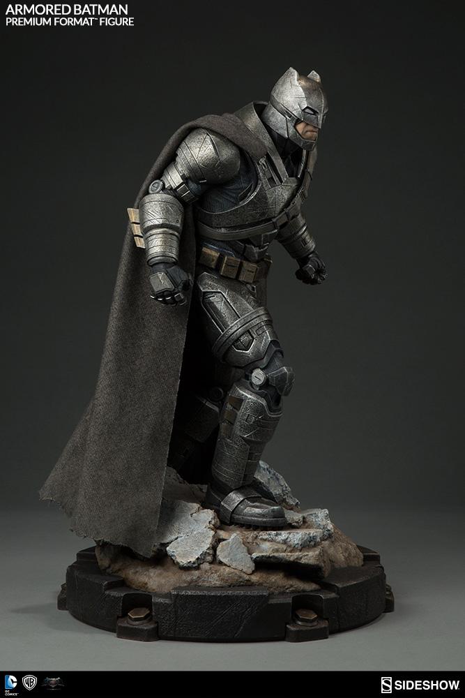 Batman v Superman Dawn of Justice Premium Form. Figure Armored Batman 59 cm