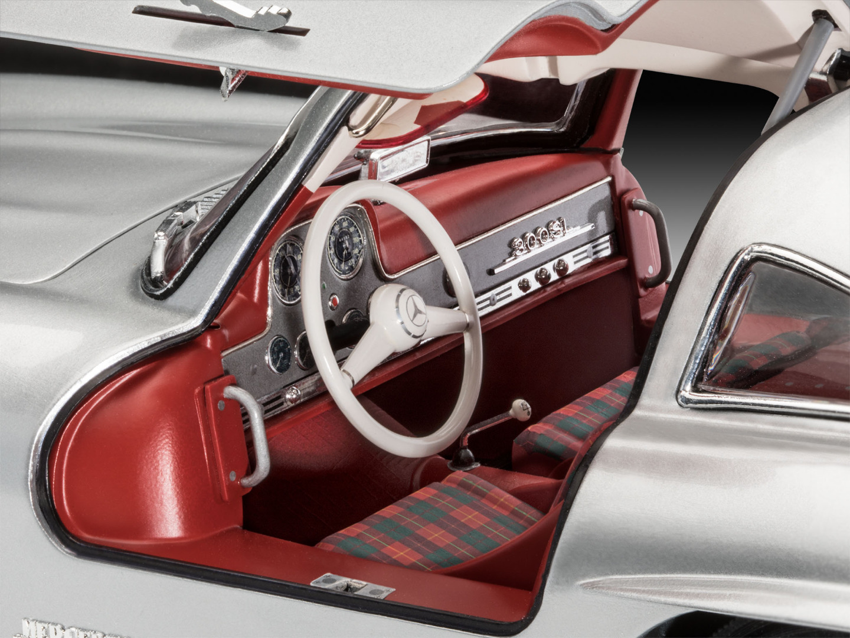 Revell Model Kit Mercedes Benz 300 SL Scale 1:12