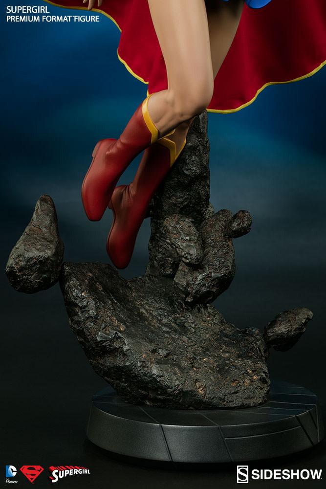 DC Comics Premium Format Figure Supergirl 60 cm