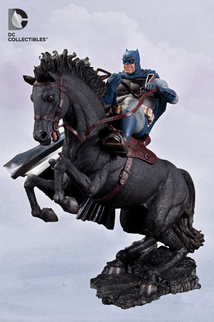 Batman The Dark Knight Returns Statue A Call To Arms 37 cm