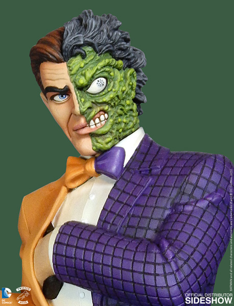 Batman: Classic Two-Face Premium Maquette 36 cm