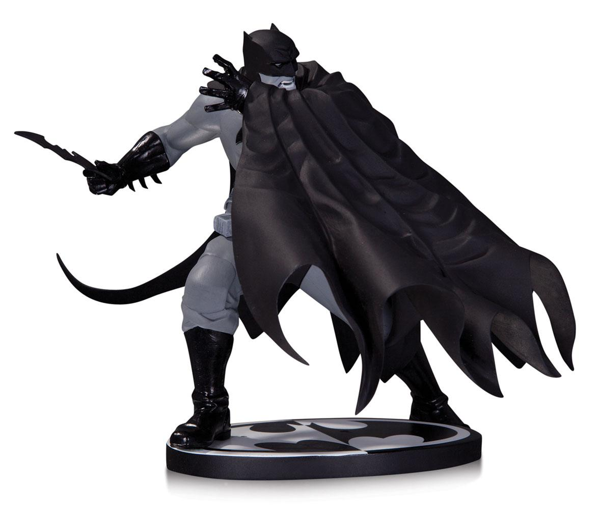 Batman Black & White Statue Dave Johnson 18 cm
