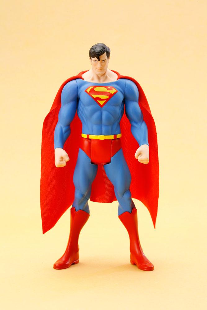 Estátua DC Universe Super Heroes ARTFX+ Series - Superman 20 cm